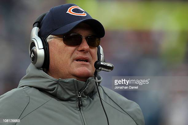 Offensive coordinator Mike Martz of the Chicago Bears reacts in the second half against the Seattle Seahawks in the 2011 NFC divisional playoff game...