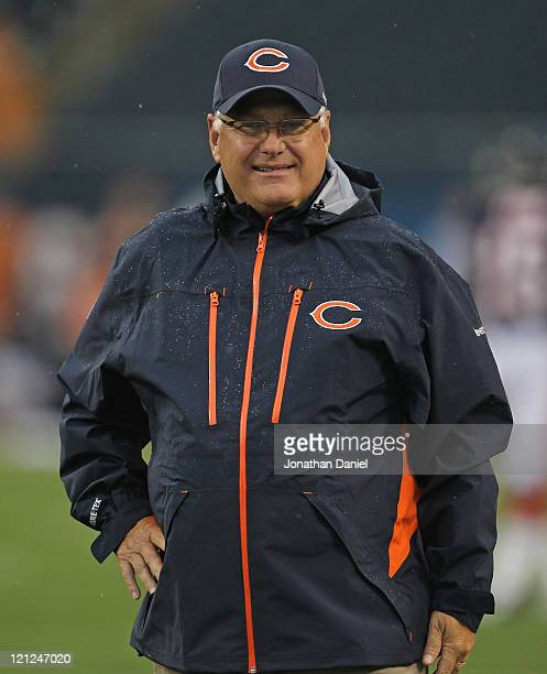 Offensive coordinator Mike Martz of the Chicago Bears watches warmups before a preseason game against the Buffalo Bills at Soldier Field on August 13...