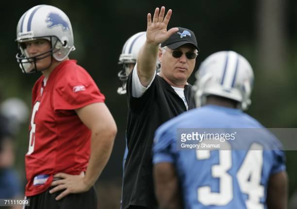 Offensive Coordinator Mike Martz of the Detroit Lions works with Jon Kitna and Kevin Jones during mini camp at the Detroit Lions Headquarters and...