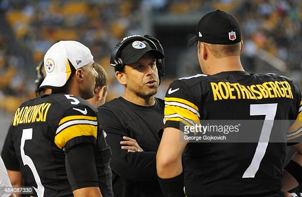 Offensive coordinator Todd Haley of the Pittsburgh Steelers talks to quarterbacks Bruce Gradkowski and Ben Roethlisberger during a preseason game...