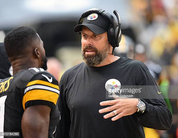 Offensive coordinator Todd Haley of the Pittsburgh Steelers talks to wide receiver Eli Rogers during a game against the Cincinnati Bengals at Heinz...
