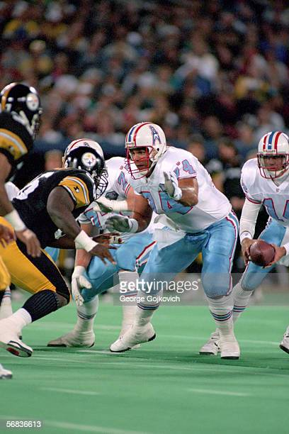 Offensive lineman Bruce Matthews of the Houston Oilers blocks against the Pittsburgh Steelers at Three Rivers Stadium on October 3 1994 in Pittsburgh...