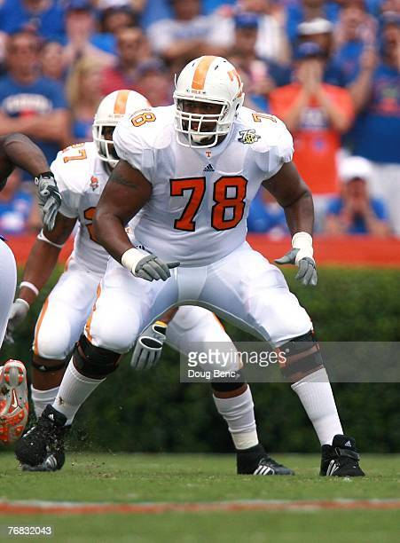 Offensive lineman Ramon Foster of the Tennessee Volunteers blocks against the Florida Gators at Ben Hill Griffin Stadium on September 15, 2007 in...