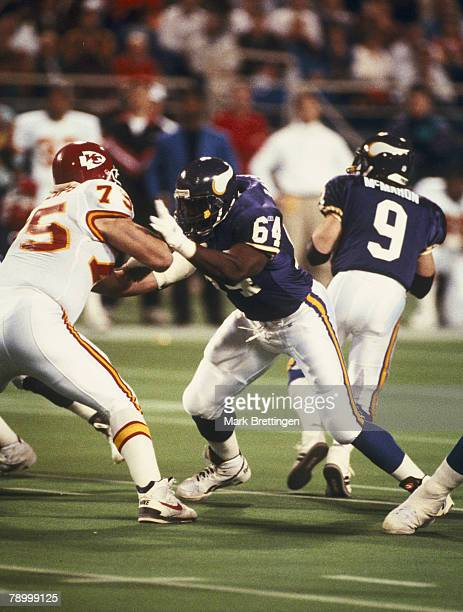 Offensive lineman Randall McDaniel of the Minnesota Vikings in a 10 to 30 loss to the Kansas City Chiefs on December 26 1993 at the Metrodome in...