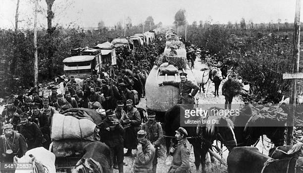 Offensive of the Central Powers at the Isonzo: Austrian infantry and German pioneers on the advance between Udine and Codroipo towards the Piave river