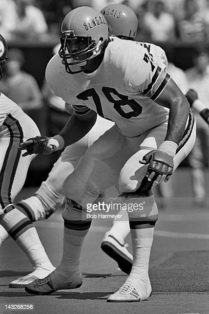 Offensive tackle Anthony Munoz of the Cincinnati Bengals defends during the game against the Pittsburgh Steelers on September 21 at Riverfront...