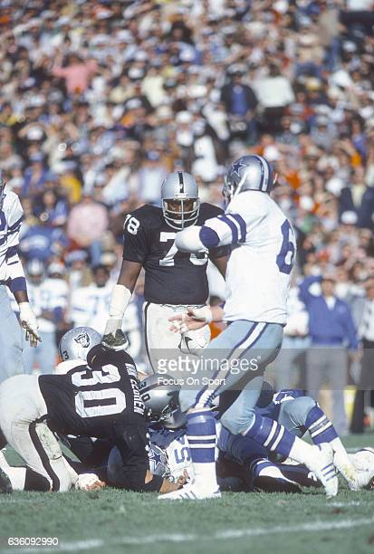 Offensive tackle Art Shell of the Oakland Raiders looks on against the Dallas Cowboys during an NFL football game circa 1977 at the OaklandAlameda...