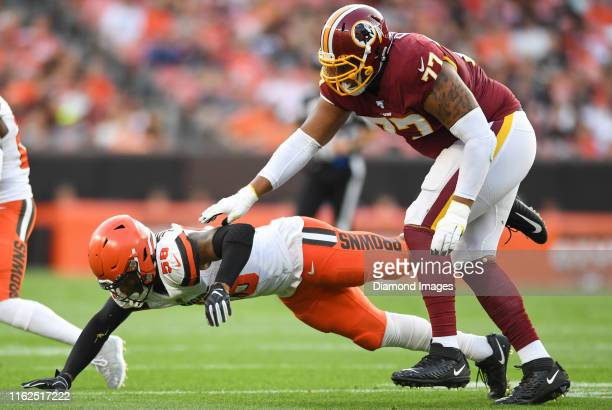 Offensive tackle Ereck Flowers of the Washington Redskins blocks outside linebacker Christian Kirksey of the Cleveland Browns in the first quarter of...