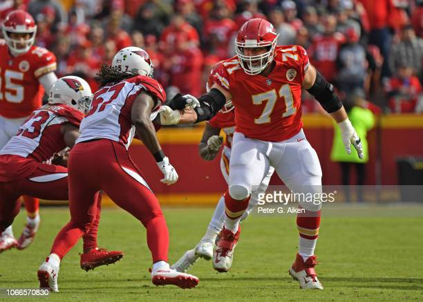 Offensive tackle Mitchell Schwartz of the Kansas City Chiefs gets set to block middle linebacker Josh Bynes of the Arizona Cardinals during the first...