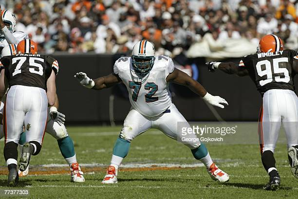 Offensive tackle Vernon Carey of the Miami Dolphins blocks against the Cleveland Browns at Cleveland Browns Stadium on October 14, 2007 in Cleveland,...