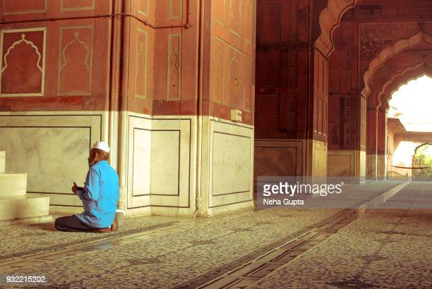 offering prayer at the jama masjid, new delhi, india - - neha gupta stock pictures, royalty-free photos & images