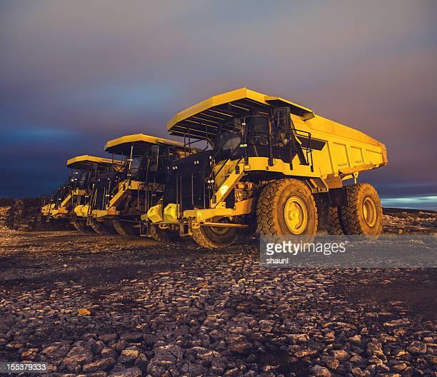 off-highway dump truck - baumaschine stock-fotos und bilder