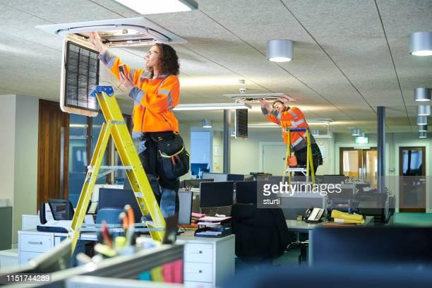 kantoor airco service - herstel stockfoto's en -beelden