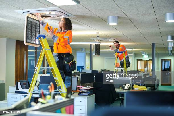 office aircon servicing - air duct stock pictures, royalty-free photos & images