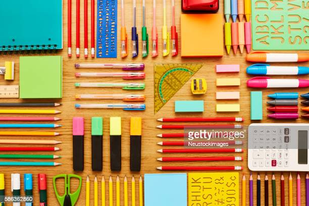 office and school supplies arranged on wooden table - knolling - schulbedarf stock-fotos und bilder