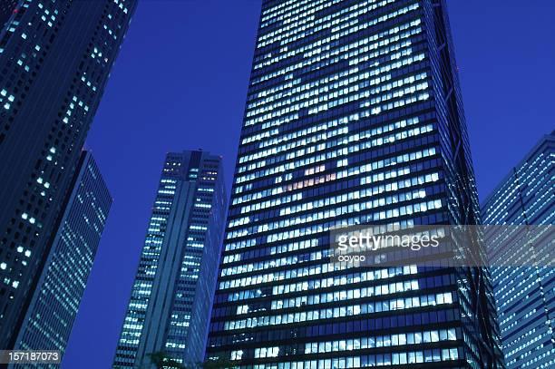 オフィスビルの夜景