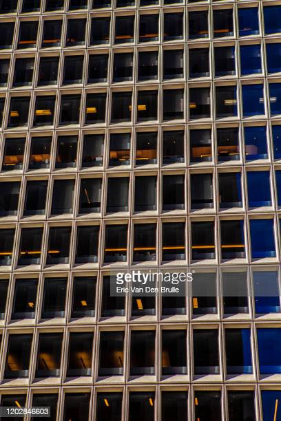office building exterior grid - eric van den brulle foto e immagini stock