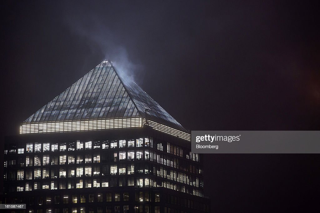 Office floors are seen illuminated at night inside No. 1 Canada Square, or Canary Wharf tower, at the Canary Wharf business and financial district in London, U.K., on Monday, Feb. 11, 2013. U.K. inflation held at the highest rate since May last month and pipeline prices pressures increased as crude oil costs rose. Photographer: Jason Alden/Bloomberg via Getty Images