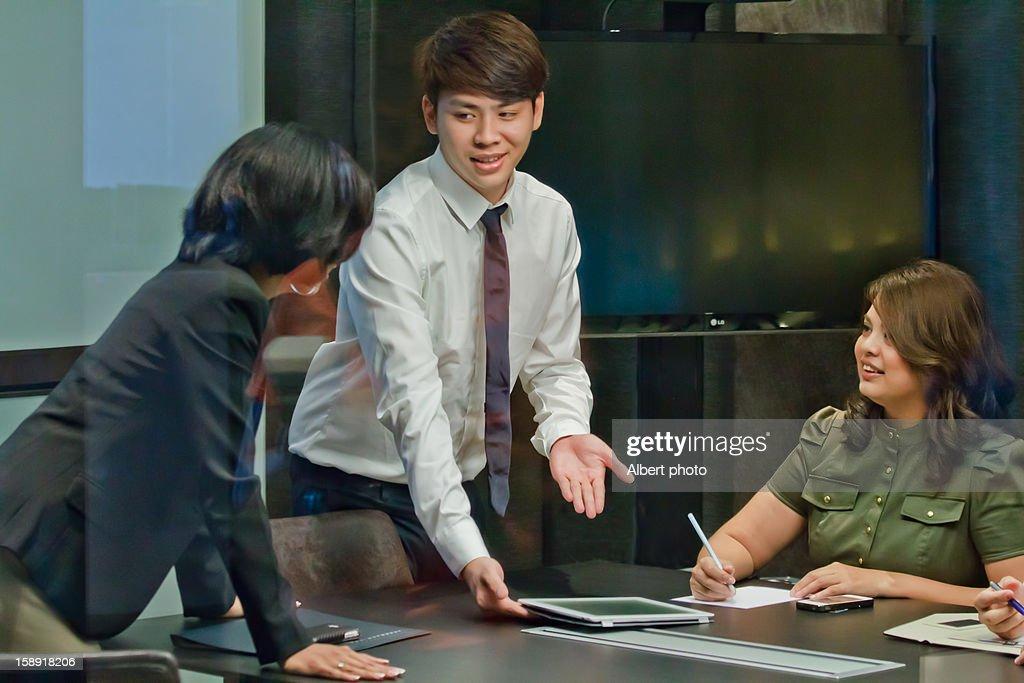 Office scene : Bildbanksbilder
