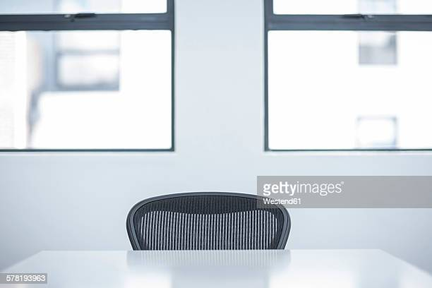 office table and chair - office chair stock pictures, royalty-free photos & images