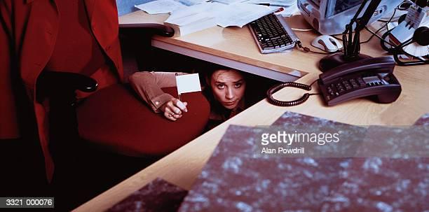 office woman at desk - esconder imagens e fotografias de stock