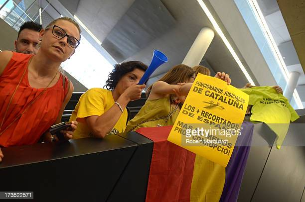 Office workers at the 'Ciutat de la Justica' protest the presence of Inaki Urdangarin at a legal hearing on July 16 2013 in Barcelona Spain Inaki...