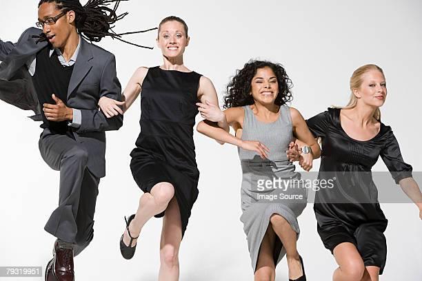 Büro Arbeitnehmer jumping