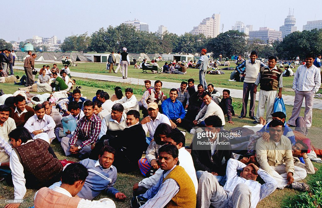 Office workers on lunch break in Central Park at Connaught Place, central Delhi. : Stock Photo