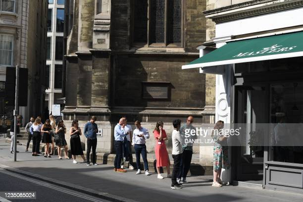 Office workers queue for lunch at eating spots in London on September 6, 2021.
