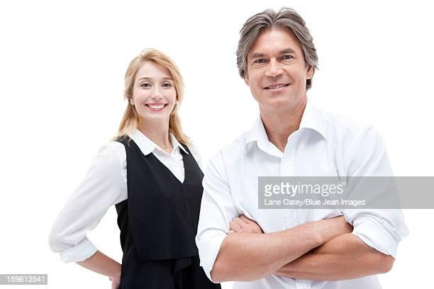 office workers smiling - côte à côte photos et images de collection