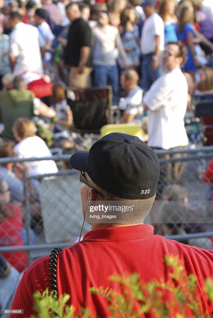 Officer watching over crowd : Bildbanksbilder