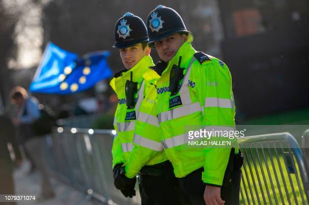 Officers from the Metropolitan Police Service secure the area outside the Houses of Parliament in London on Janaury 8, 2019. - Dozens of British MPs...