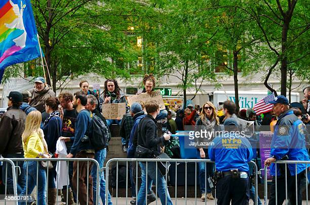 nypd officers oversee 'occupy wall street' demonstrators,manhattan,nyc - occupy wall street stock pictures, royalty-free photos & images