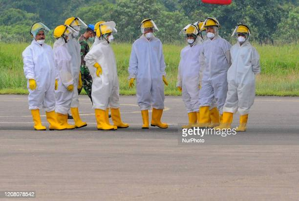 Officers wear hazmat or Corona antivirus clothes when medical devices arrive from China on the Indonesian air force base Halim Perdanakusuma in...