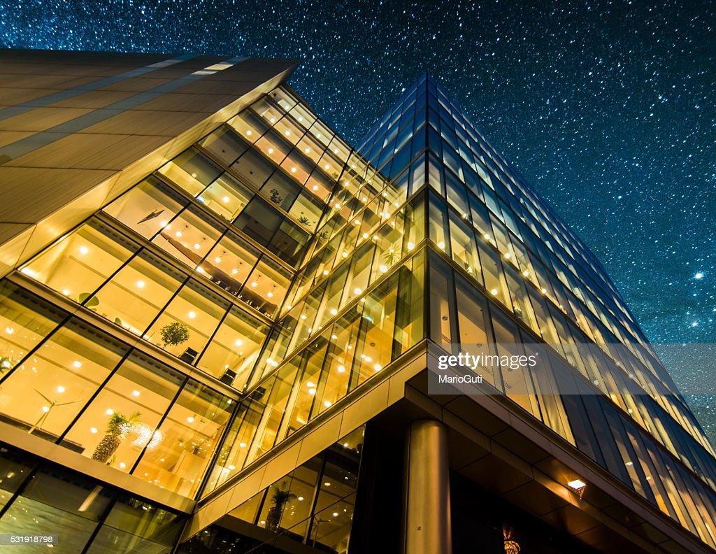 Offices at night : Stockfoto