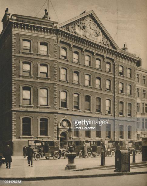 Offices of 'The Times' in Queen Victoria Street Near an Historic Site', circa 1935. Montfichet's Tower, a Norman fortress, was built nearby in the...
