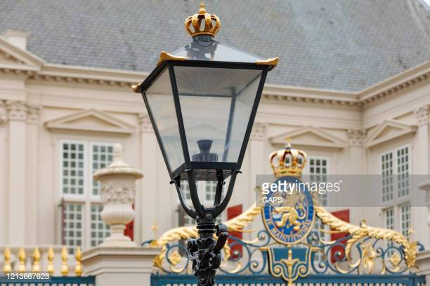 official coat of arms of the netherlands on a fence of noordeinde palace - noordeinde palace stock pictures, royalty-free photos & images