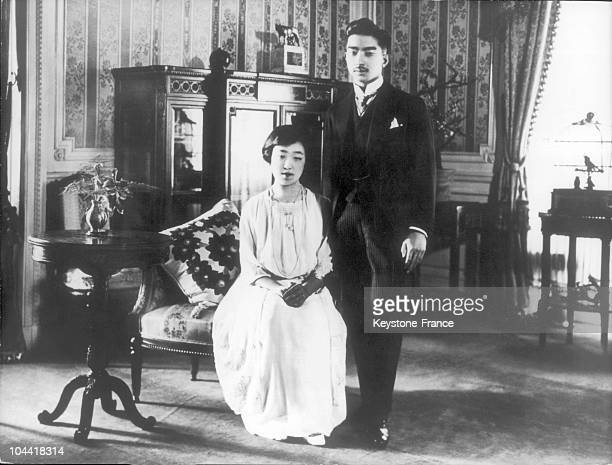 Official picture on March 3, 1925 of Japan's crown prince HIROHITO with his wife Princess NAGAKO, 10 months after their wedding, in their apartment...