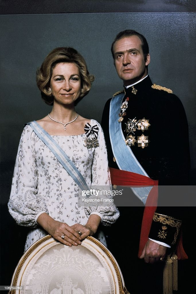 Official Portrait Of King Juan Carlos And Queen Sofia : News Photo