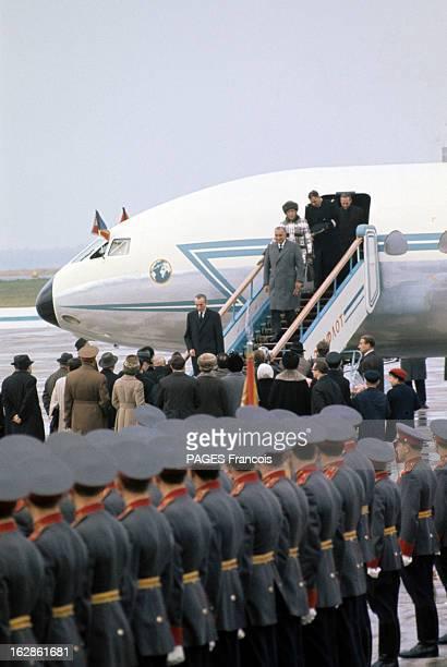 Official Visit Of Georges Pompidou To The Ussr In 1970 En octobre 1970 en URSS Georges POMPIDOU en manteau descendant de l'avion suivi de Claude...