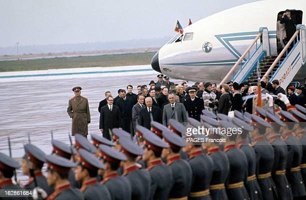 Official Visit Of Georges Pompidou To The Ussr In 1970 En octobre 1970 en URSS à Moscou à sa descente d'avion Georges POMPIDOU en manteau aux côtés...