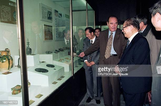 Official Visit Of Jacques Chirac In China En octobre 2000 à l'occasion d'un voyage officiel en CHINE le président de la république française Jacques...