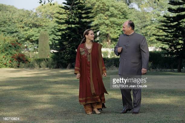 Official Visit Of Karim Aga Khan In Pakistan Dans le jardin du palais d'Islamabad la princesse ZAHRA en compagnie de son père le prince Karim AGA KHAN