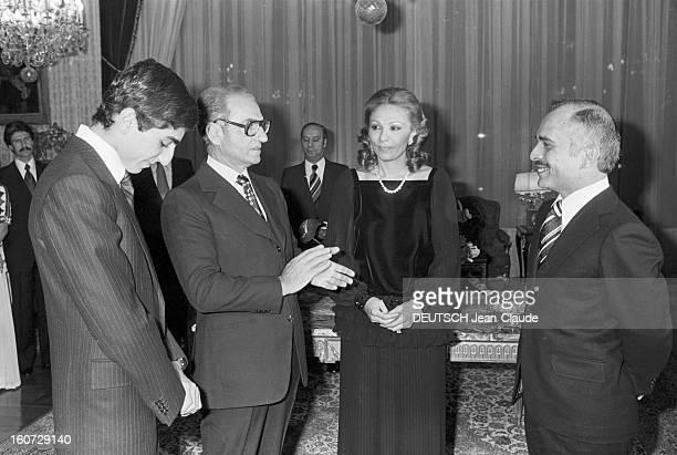 Official Visit Of King Hussein Of Jordan In Iran Téhéran 1 janvier 1978 Lors de sa visite officielle dans un salon du palais le roi Hussein de...