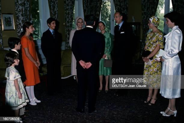 Official Visit Of President Valery Giscard D'estaing In Iran Téhéran octobre 1976 Dans une pièce de dos mains jointes le shah Mohammad Reza PAHLAVI...