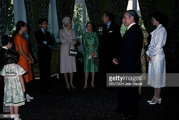 Official Visit Of President Valery Giscard D'estaing In Iran Téhéran octobre 1976 Dans une pièce de gauche à droite la princesse Leila PAHLAVI de dos...