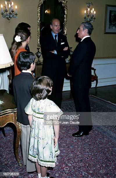 Official Visit Of President Valery Giscard D'estaing In Iran Téhéran octobre 1976 Dans une pièce de dos au premierplan la princesse Leila PAHLAVI en...