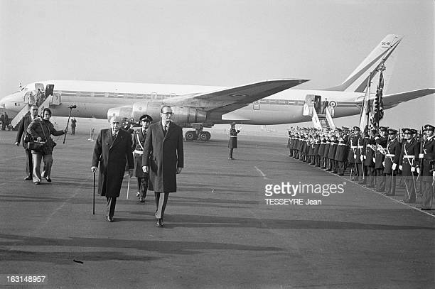 Official Visit Of Prime Minister Jacques Chirac To Iran En decembre 1974 à Téhéran à l'aéroport à sa descente d'avion à l'occasion d'une visite...
