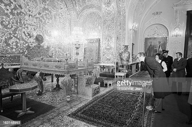 Official Visit Of Prime Minister Jacques Chirac To Iran En decembre 1974 à l'occasion d'un voyage officiel en Iran au cours de la visite d'un palais...