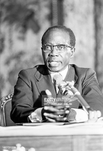 Official Visit Of Senegal President Leopold Sedar Senghor In France. A Paris, au Palais de l'Elysée, lors de sa visite officielle en france, le...